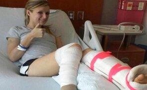Mujer se despide de su pierna con una carta antes de amputarla