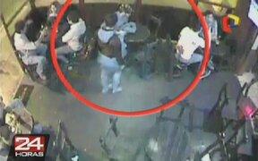 Pareja de delincuentes roba en restaurante de Miraflores