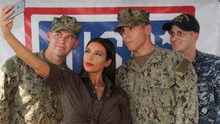 FOTOS: sexy modelo Kim Kardashian visita base militar y alborota a los soldados