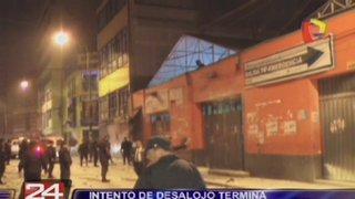 En batalla campal terminó intento de desalojo en galería del centro de Lima