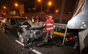 Militar salva de morir tras chocar su vehículo contra camión en San Borja