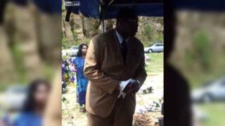 YouTube: lo peor que podría pasar en un funeral, en menos de 20 segundos