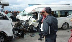 Aparatoso choque entre combi y camión dejó dos muertos en Chiclayo