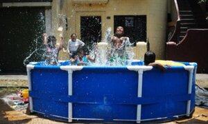 El verano en el Callao: Las piscinas se instalaron en las calles chalacas