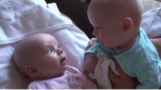 Adorable video: mira la conversación entre dos gemelos bebés