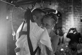 VIDEO: Joven parapléjico sorprendió a su novia al bailar en su boda
