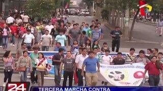 Miles de jóvenes marcharon por tercera vez contra nueva ley laboral juvenil