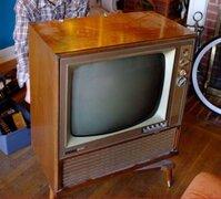 Creatividad pura: mira en qué se convirtió esta vieja TV que iban a tirar a la basura