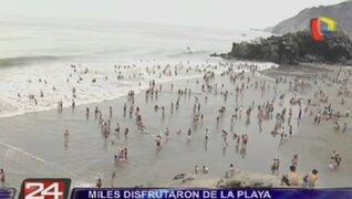 Miles de personas disfrutaron de la playa en el inicio del 2015