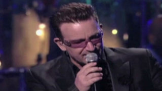 Espectáculo internacional: Bono no volvería a tocar la guitarra por accidente