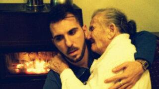 Facebook: ¿Este es el viral más conmovedor? Foto de joven y su abuela da la vuelta al mundo