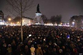 Francia: multitudinaria protesta por atentado a semanario 'Charlie Hebdo'