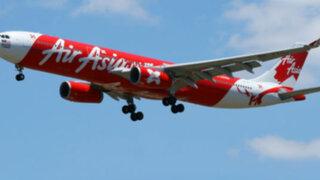 Hallan cola de avión que cayó al mar con 162 personas en Indonesia