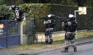 Francia: policía ubica a presuntos autores de atentado a semanario 'Charlie Hebdo'