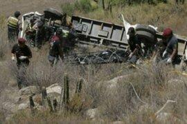 Caída de camión a abismo deja dos muertos y varios heridos en Andahuaylas