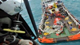 Hallan cajas negras del avión de AirAsia que cayó al mar con 162 personas en Indonesia