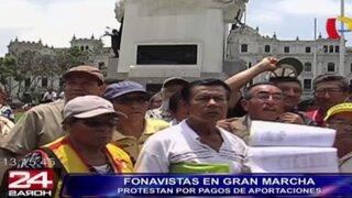 Fonavistas realizan marcha para protestar por devolución de aportes