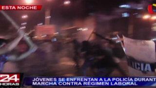 VIDEO: Enfrentamientos con la policía en marcha contra Régimen Laboral Juvenil