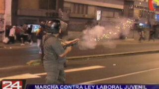 Marcha contra ley laboral juvenil dejó 15 detenidos y 16 policías heridos