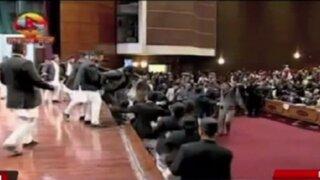 Nepal: parlamentarios pelean durante sesión del pleno