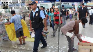 Municipalidad de Los Olivos retira ambulantes de paraderos de Panamericana Norte