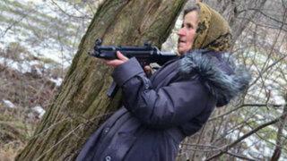 VIDEO: Abuela ucraniana se unió al Ejército para combatir a los separatistas