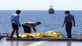 Indonesia: recuperan 69 cadáveres del avión de AirAsia