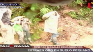 Mineros ilegales ecuatorianos extraen oro en suelo peruano