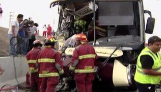 Choque entre camión y bus interprovincial deja un muerto y 20 heridos en VES