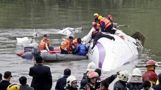 Se incrementó a 23 el número de fallecidos tras accidente aéreo en Taiwán
