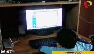 Huánuco: mujer golpea salvajemente a su hijo por ir a cabina de internet
