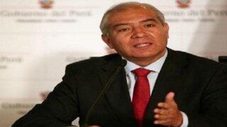 Critican a ex ministro Wilfredo Pedraza por avalar ilegal salida del país de una niña