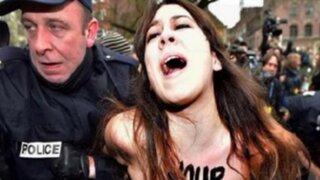 Francia: grupo 'Femen' protesta contra ex jefe del FMI acusado de proxeneta