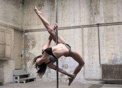 Karo Swen: la atractiva Pole Dancer que desafía la gravedad con sus impresionantes acrobacias