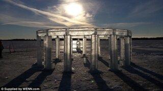Cinco amigos crean una réplica de Stonehenge solo con hielo