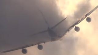 YouTube: Así traspasa una nube el avión más grande del mundo