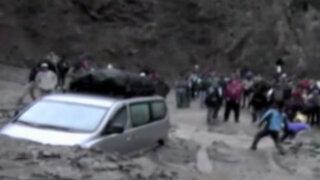 Cusco: huayco afecta carretera y vehículos quedan varados