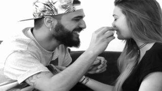 CONMOVEDOR: Mira la asombrosa manera en que estos completos desconocidos se enamoran en menos de una hora