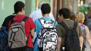Atención: mochila escolar no debe superar el 10% del peso del alumno