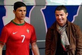 Cristiano Ronaldo envía a su estilista a peinar su estatua de cera todos los meses