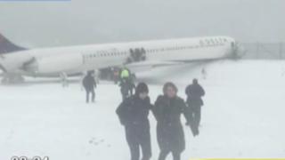 Estados Unidos: avión se sale de pista durante aterrizaje en New York