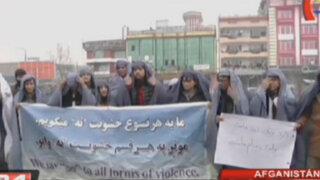 Afganistán: hombres visten burkas para defender los derechos de las mujeres