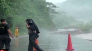 Deslizamientos, desbordes e inundaciones continúan en interior del país