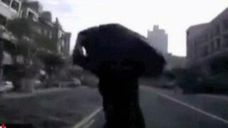 Taiwán: conductor atropella a un hombre, intenta huir y atropella a otro