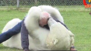 Amigos salvajes: sorprendente amistades de entre humanos y fieras