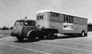"""IBM 1401, la computadora más """"compacta"""" de la década del 60"""