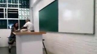 Capturan a profesor de música que tenía sexo con su alumna en el salón de clases