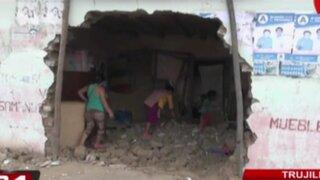 Combi se estrella contra local del Vaso de Leche en Trujillo