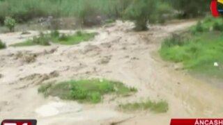 Desborde de río afecta carretera y viviendas en Áncash