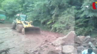 Huaico bloquea carretera en Pichanaki: decenas de vehículos quedaron varados